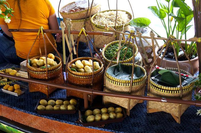 kuliner-di-lokasi-floating-market-lembang